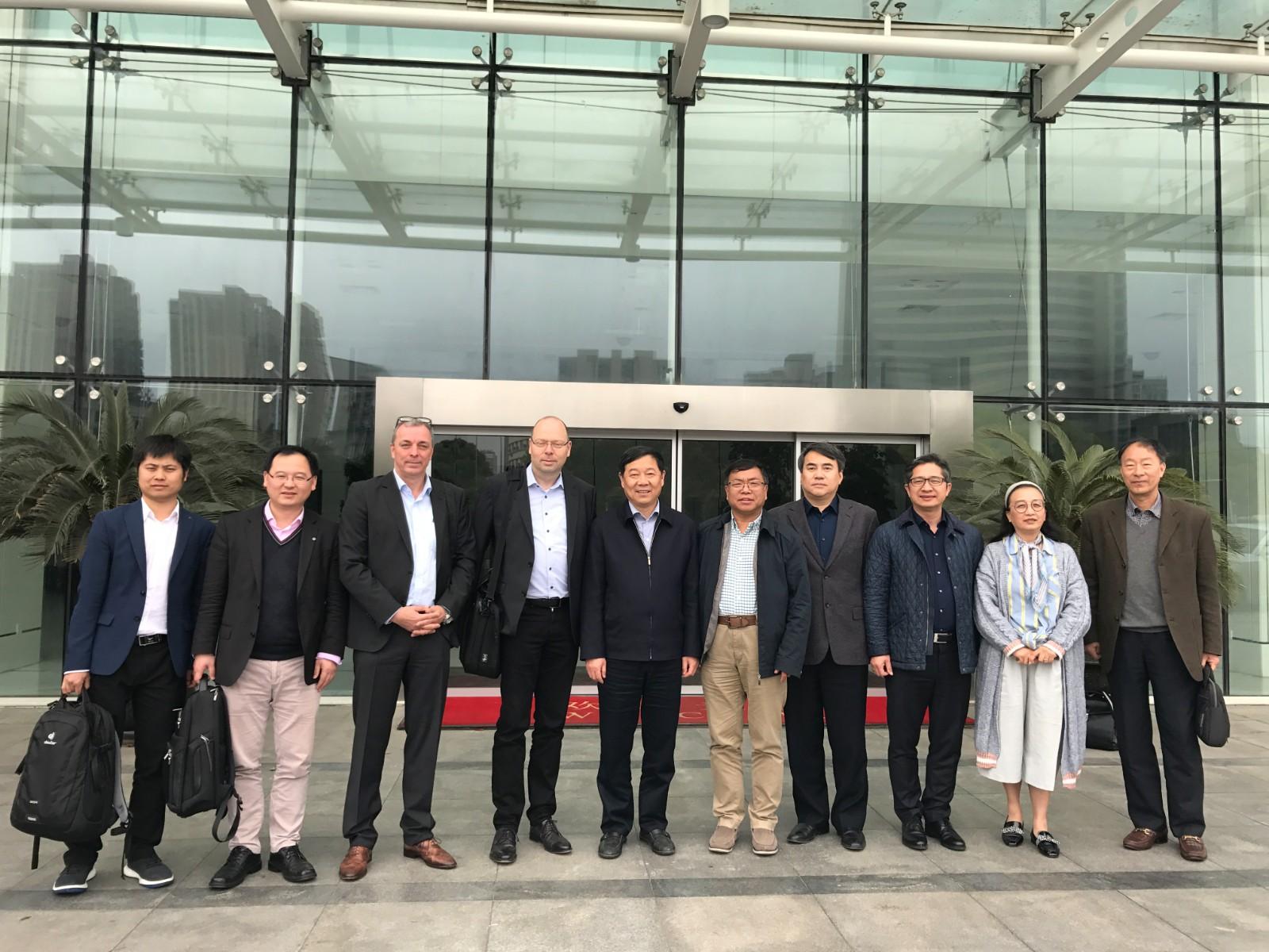 中国石墨烯产业技术创新战略联盟秘书长李义春一行应邀太仓考察