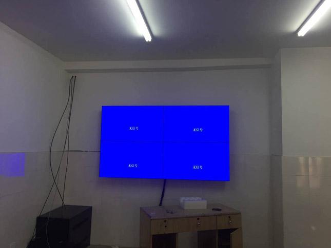 西昌八一小学46寸超窄边拼接屏项目