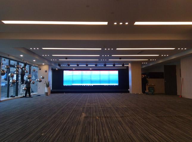 奥迪培训中心47寸超窄边拼接屏项目