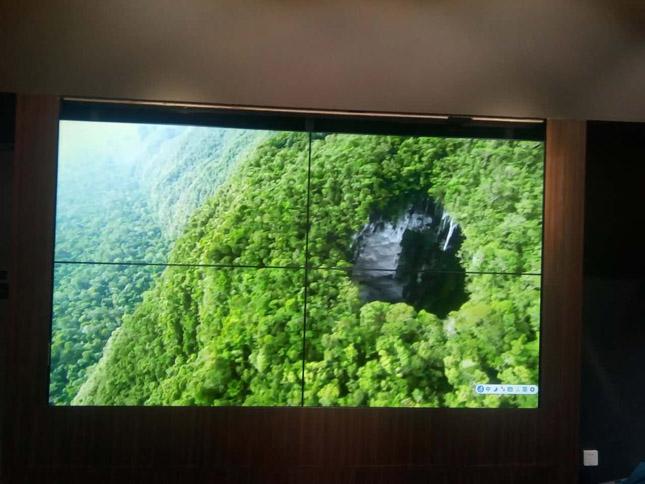 郫县万达广场46寸超窄边拼接屏项目