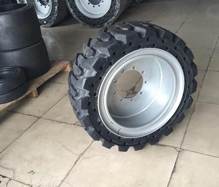 滑移车轮胎