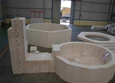 玻璃熔窑用耐火保温材料的施工方法