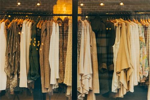 快递上门回收旧衣服对传统回收方式的影响