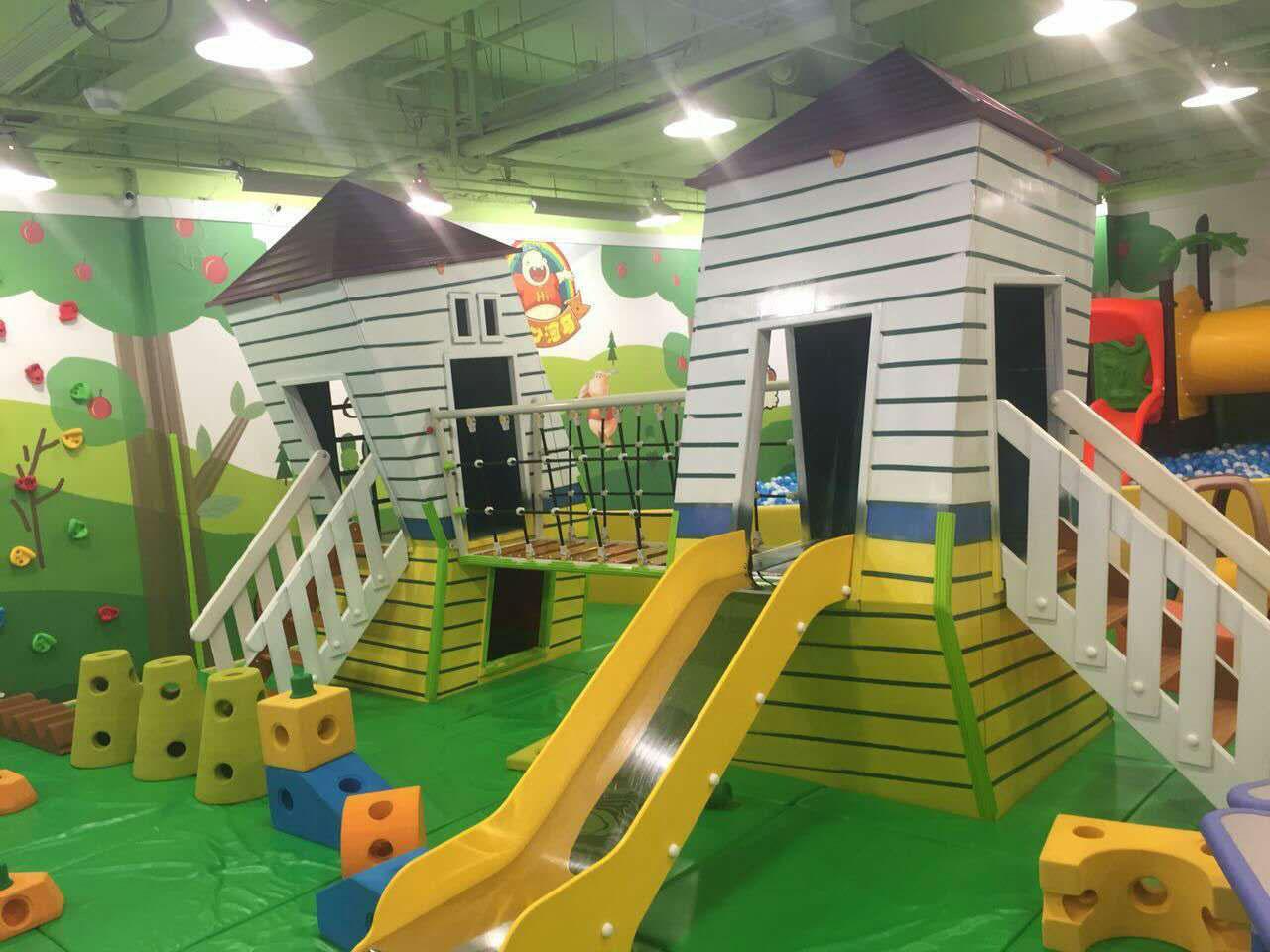 随着家长的重视和孩子的喜爱,儿童乐园已成为广大投资人值得信赖的经营项目,更是在各种各样的场所如商场、超市、广场等遍地开花。儿童乐园受到广泛的追捧,因此越来越多的投资者也想在这个黄金市场上分一杯羹,但