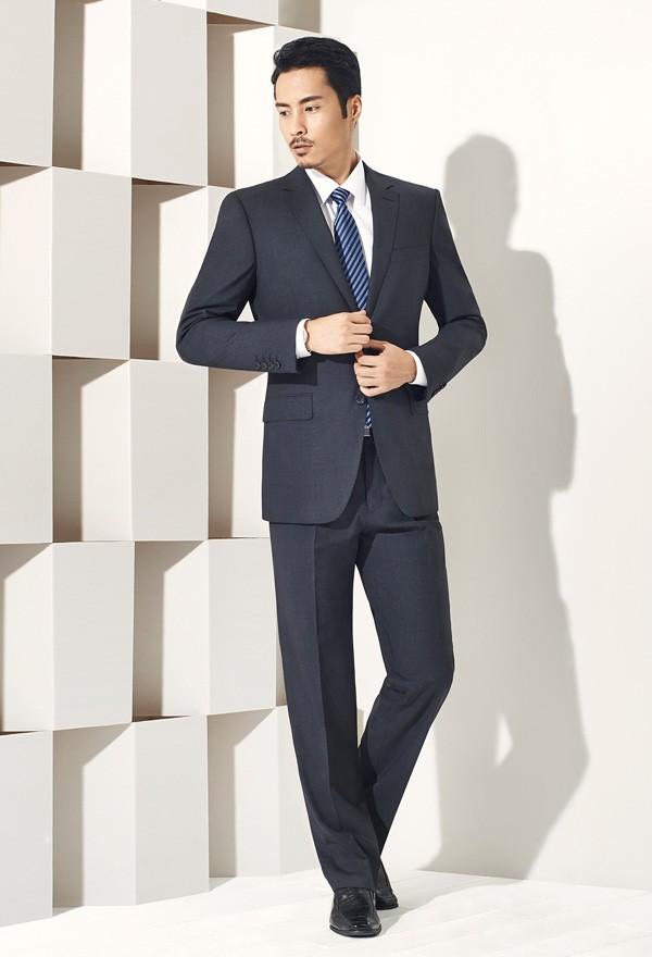 定制西服是一种身份的标志,是一种对生活品质寻求的表现
