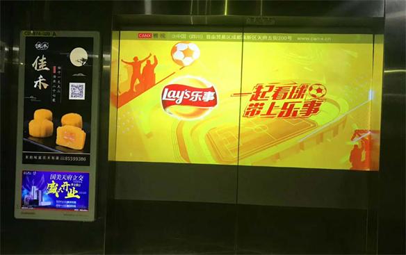 投影又被开发出了一个新用途:电梯广告