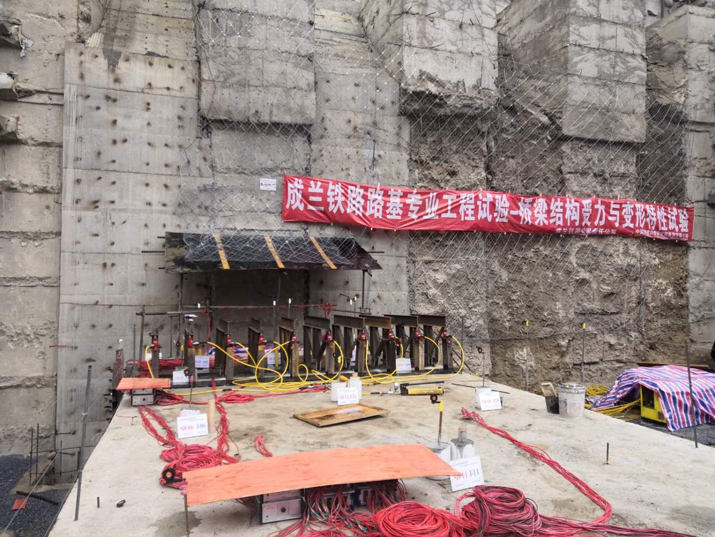 拜尔集团为中国铁路总公司设计的世界首次桥梁受力与变形特性试验项目顺利施工