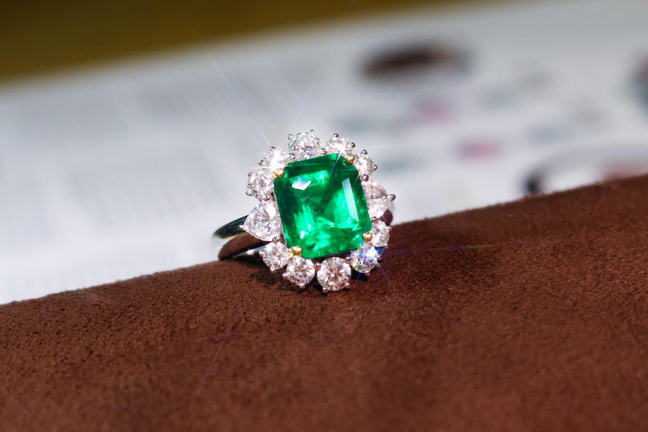 哥伦比亚天然木佐祖母绿戒指Z661