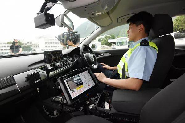香港警车加装「自动车牌识别系统」,数秒识别可疑车辆