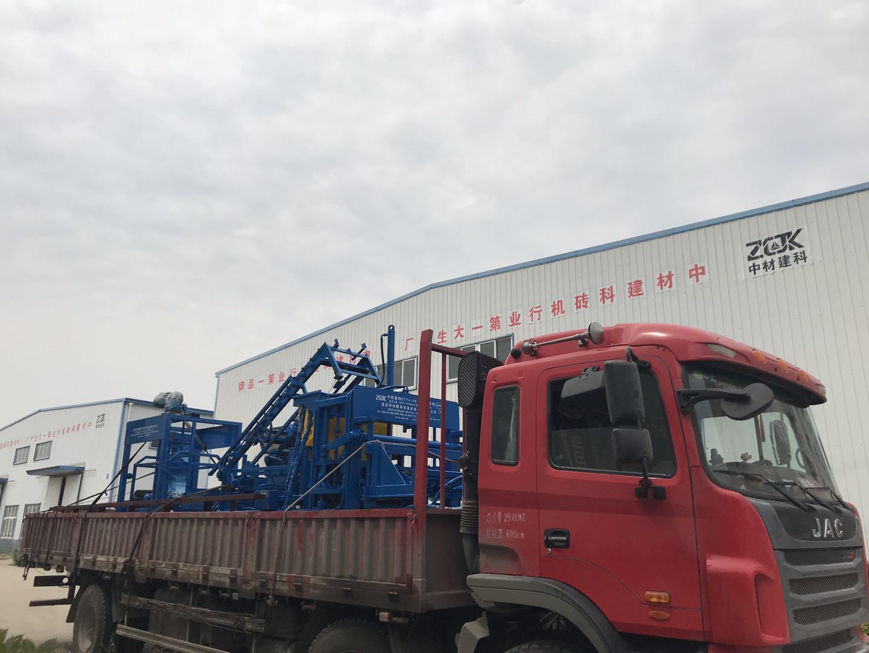发货湖北的客户4-20A全自动彩砖机生产线