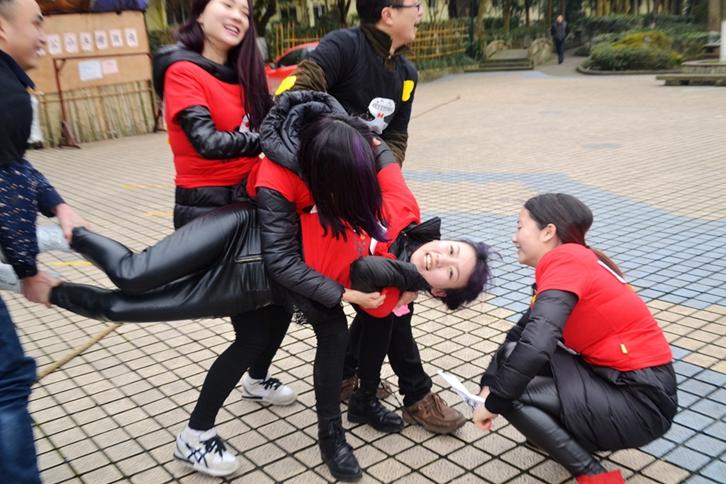 """黑鸭子""""奔跑吧,sister""""2014年终团年会"""