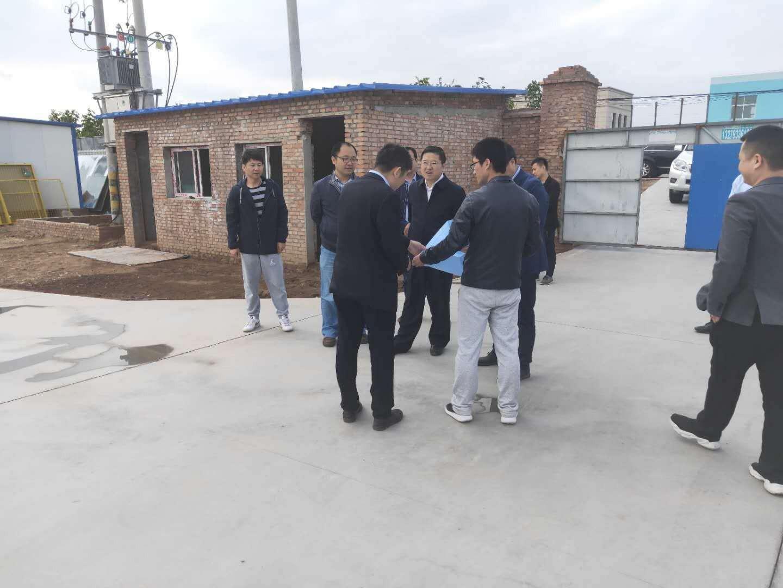 杨凌示范区党工委委员、村委会副主任张启东检查指导中陕核辐照加工项目