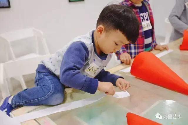 描绘对孩子的脑潜能开发的打算有哪些?儿童美术培训能带来的便宜