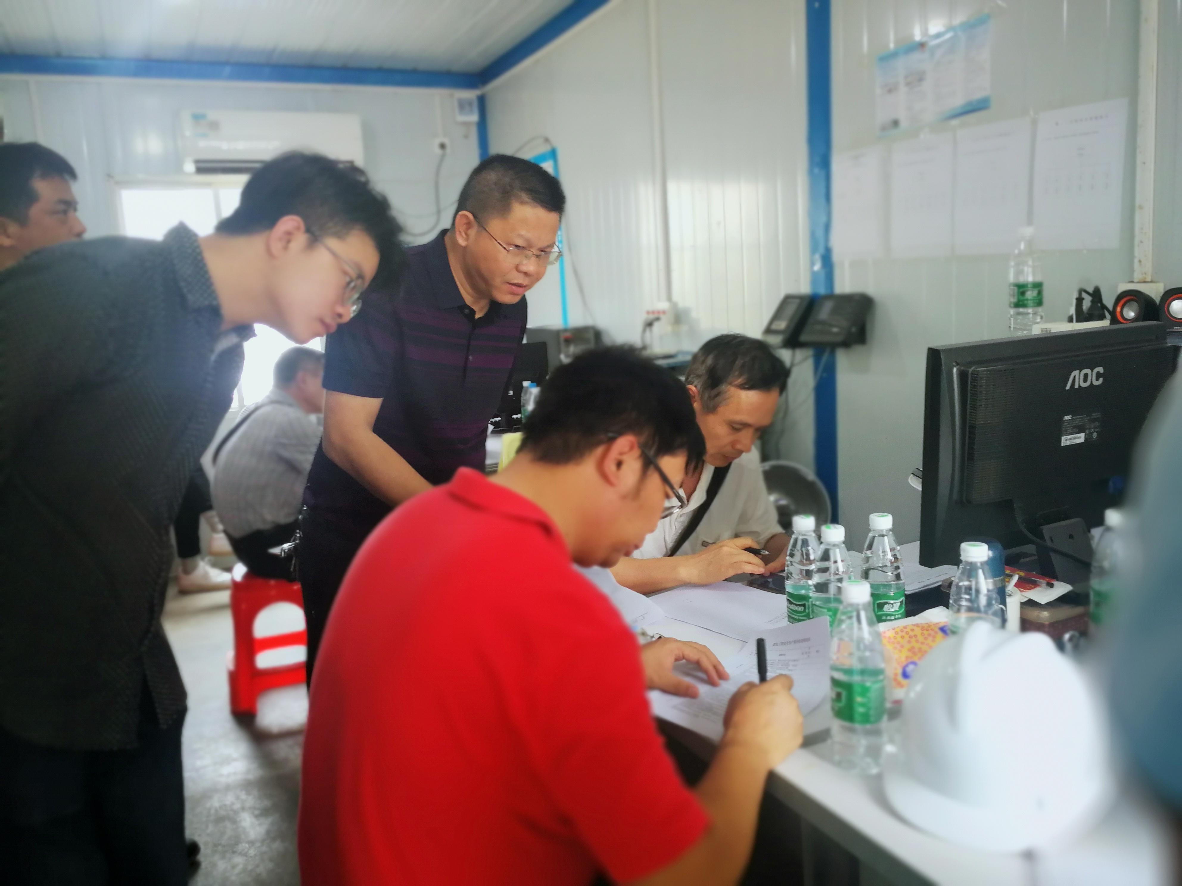 广州市住建委专家及番禺区安监站一行8人,来到福涌小学体育馆项目进行质量安全检查。(第二事所)