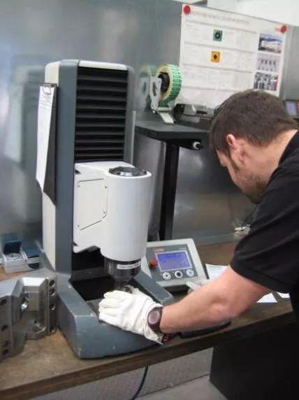 现代化的洛氏硬度计加速你的质量控制