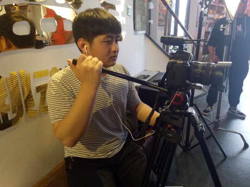 《郝梦一日游》在北京开机,我院影视艺术系学生参与拍摄
