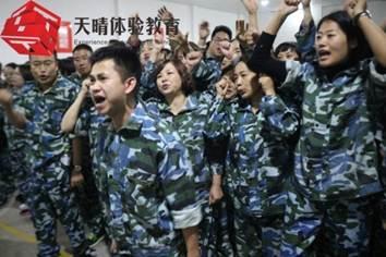 情感晚课类拓展项目:请你把手举起来