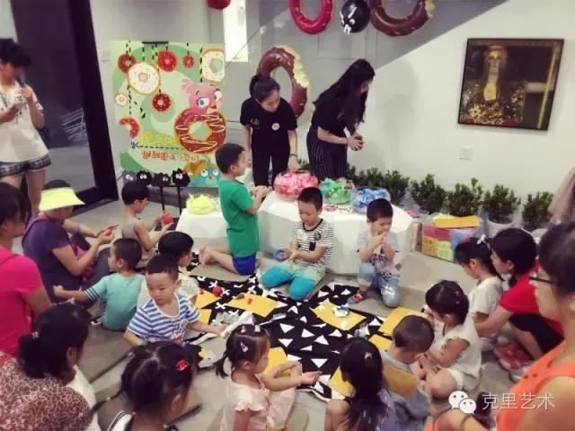 广州威尼斯人平台官网好不好?他俩教导6岁以下的子女上学艺术呢?