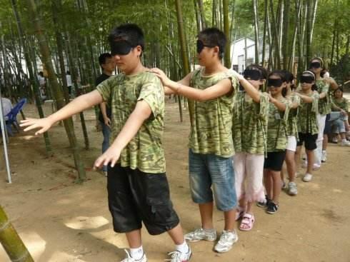 中学生亲近自然挑战自我拓展训练