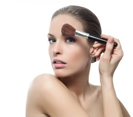 化妆师怎么让顾客对你的化妆技术满意?