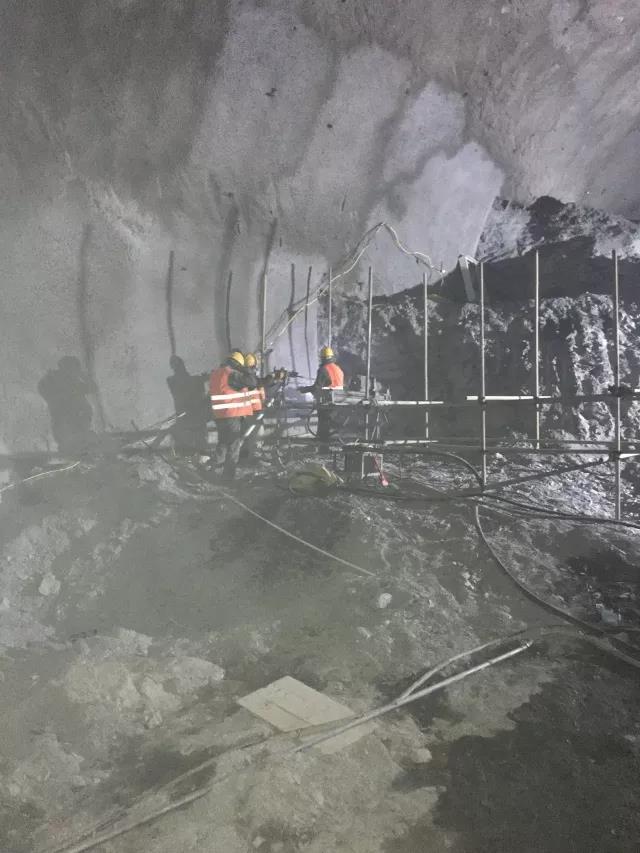 郑万高铁罗家山隧道进口端小里程高压注浆超前预加固试验日前启动
