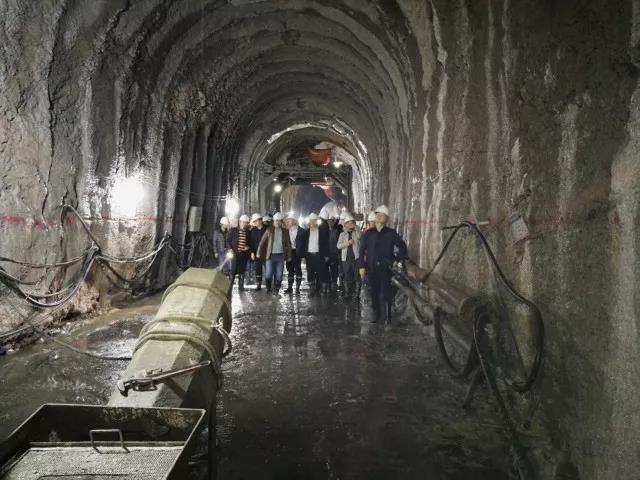 郑万高铁等相关参建单位参观视察保山隧道进口平导施工情况