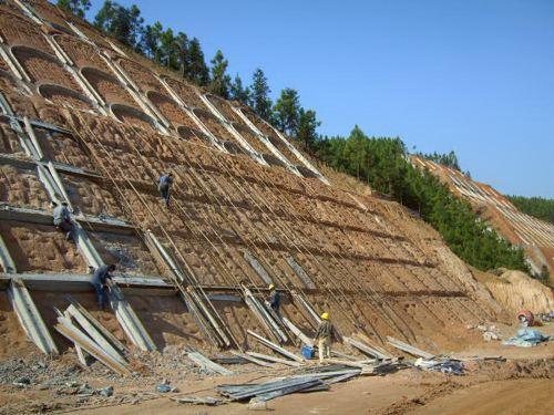高速公路高邊坡石方開挖施工措施