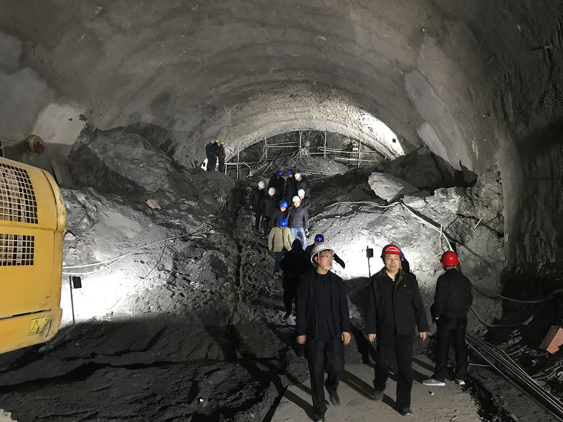 鄭萬高鐵7標羅家山隧道進口端高壓注漿試驗