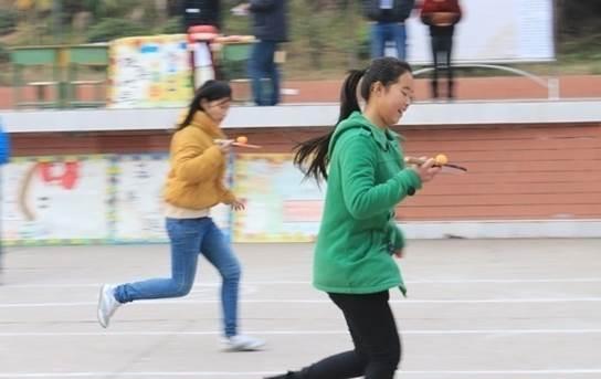 活动游戏类拓展项目:乒乓球接力