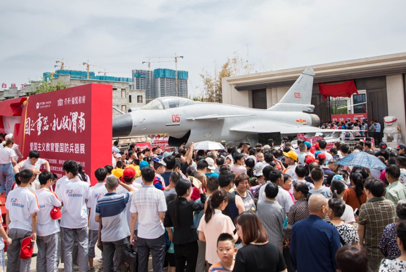 国之重器航空军事展亮相渭南 航誉战机模型获赞无数
