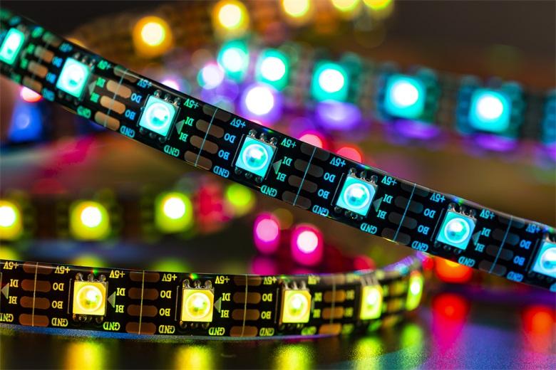 LED灯带在家庭装饰方面有哪些优点