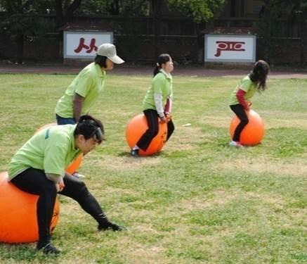 趣味活动拓展项目:跳骑羊角球