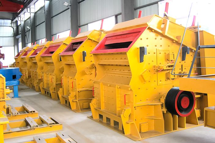 Which machine has lower price, hammer crusher or impact crusher?