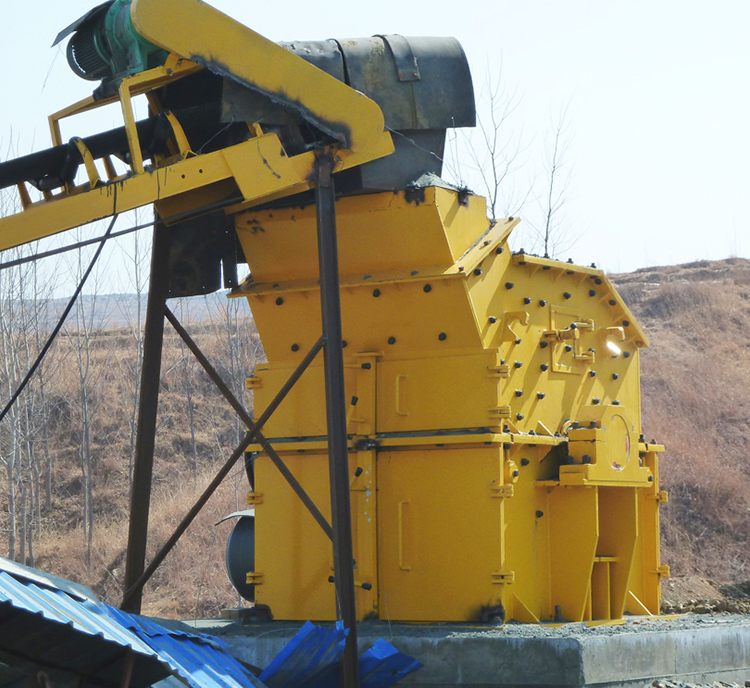 Which kind of crusher has a capacity of 400t/h for stones?