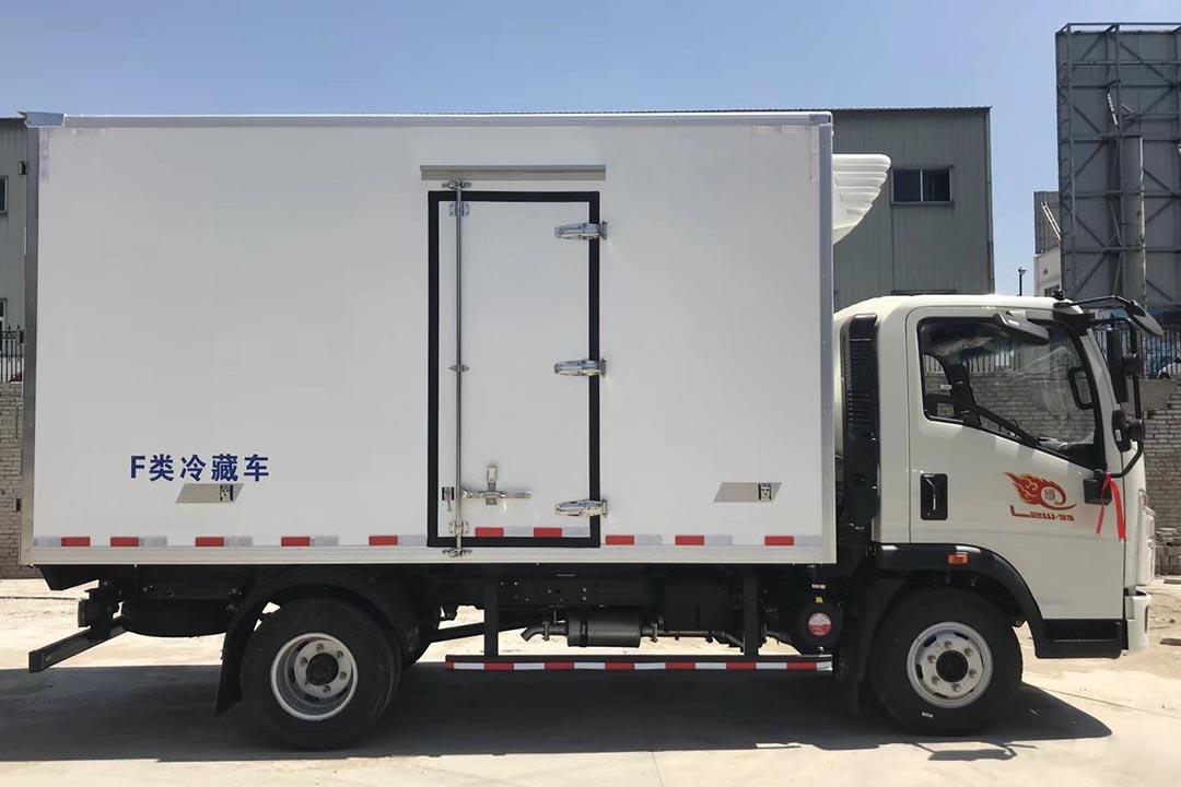重汽豪沃蓝牌冷藏车ZZ5047XLC