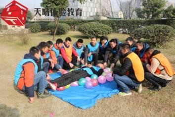 """执行力培训项目:巧组""""气球床"""""""