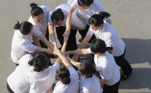 团队沟通拓展项目:解手链