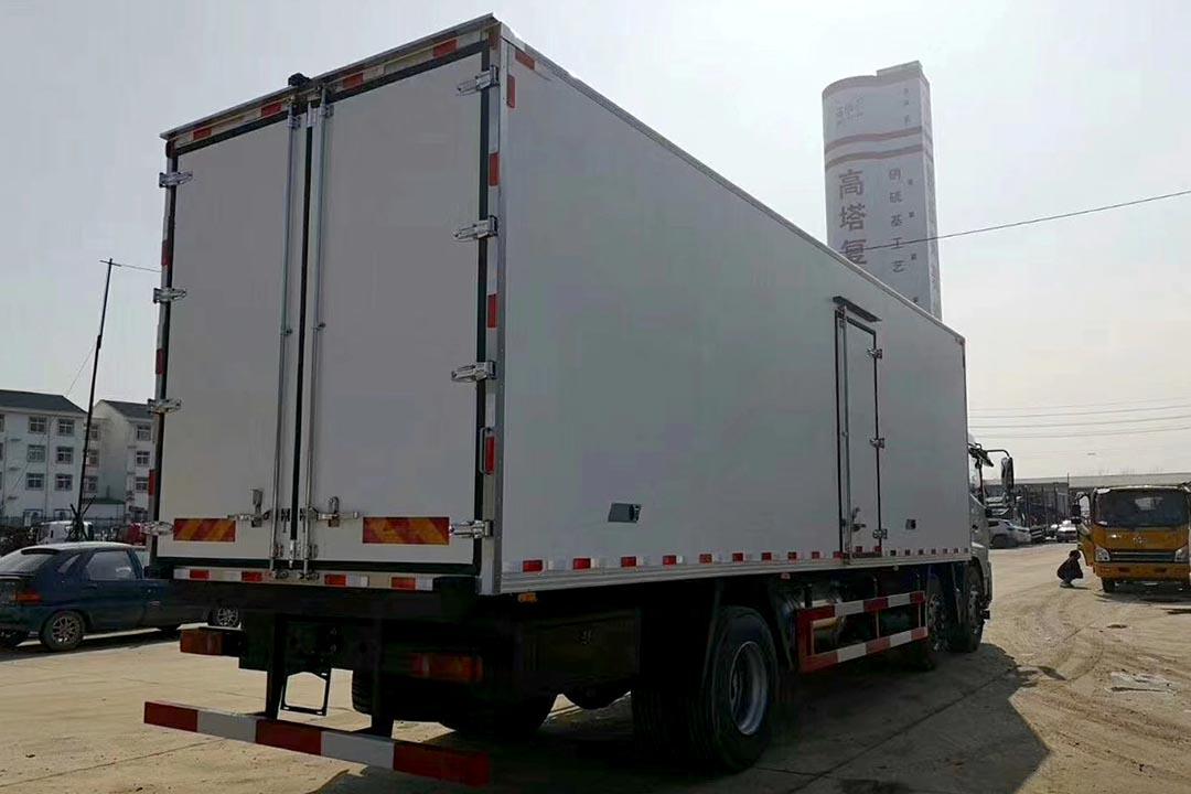 东风天锦三桥冷藏车DFH5250XLC