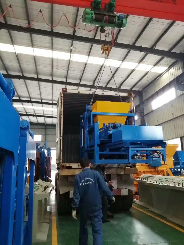 新疆和田地区制砖机和发菲律宾砖机二套设备发货