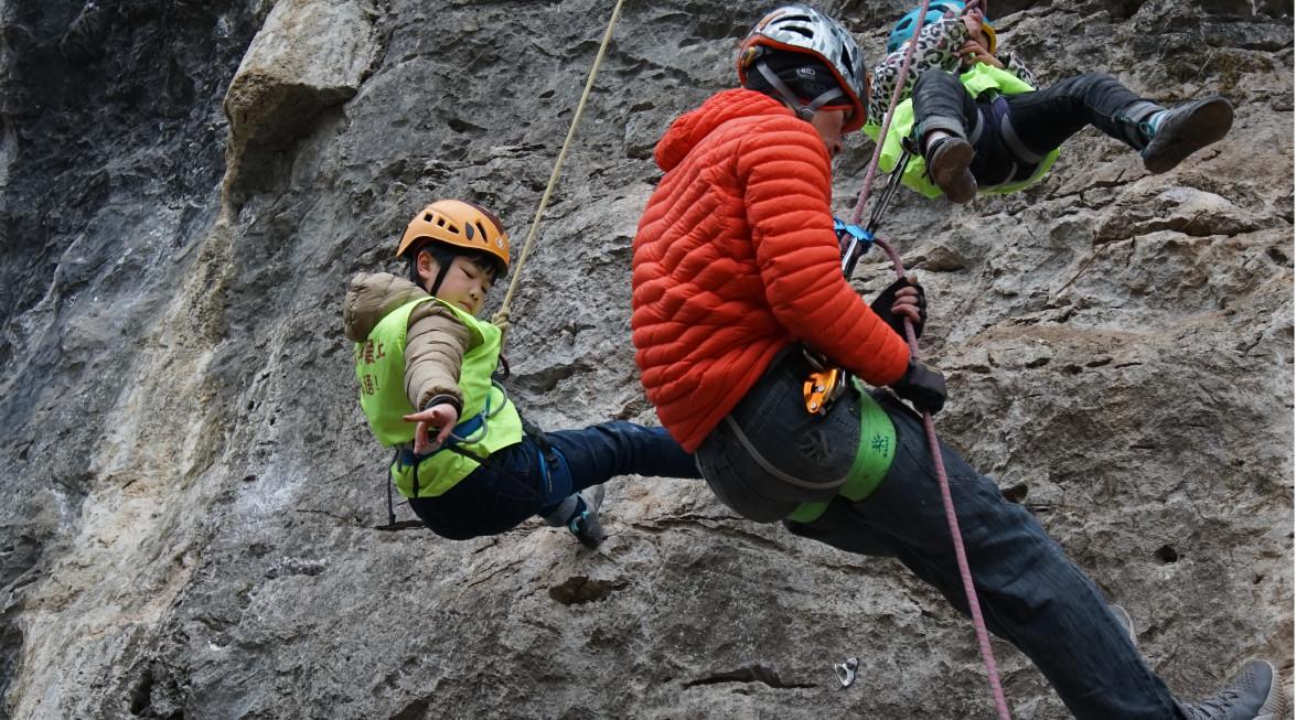 户外攀岩的装备器材有哪些?自然攀岩分类等级介绍