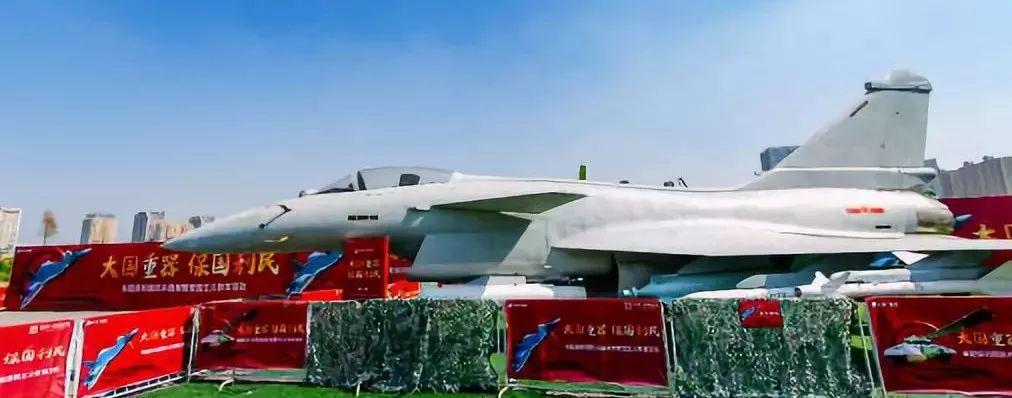 安徽阜阳国防兵器展来了,大型尖端装备、乘坐坦克刷爆朋友圈