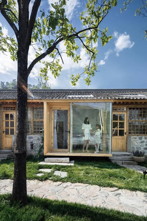 说明: https://oss.gooood.cn/uploads/2019/05/017-huasheshanjian-guest-house-china-by-upa-960x1440.jpg