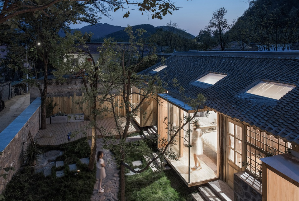 说明: https://oss.gooood.cn/uploads/2019/05/009-huasheshanjian-guest-house-china-by-upa-960x646.jpg