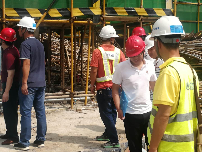 广州市住房和城乡建设局领导及专家到第二工程管理事务所的广州碧桂园项目工地上进行检查。