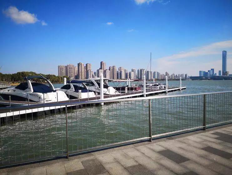 观展游玩新路线:游艇+金鸡湖=完美!