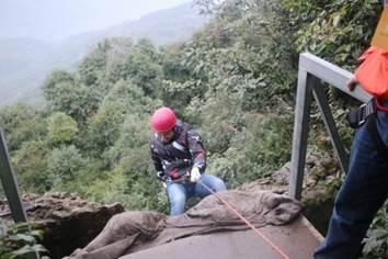 户外高空拓展训练项目:溪降