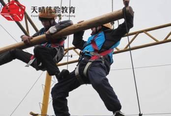 户外高空拓展训练项目:天梯