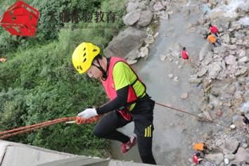 户外高空拓展训练项目:桥降