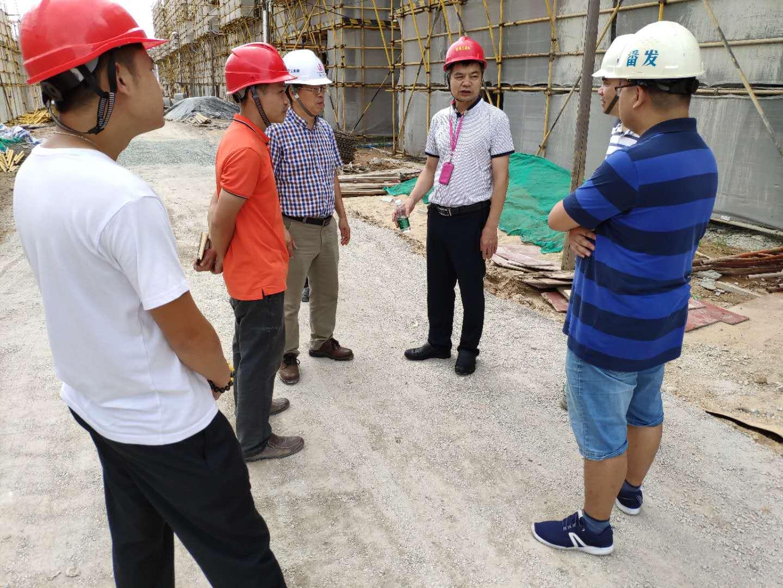 番禺区质监站带领专家、检测单位到第一事务所监理的项目沙南村安置区质量专项检查。