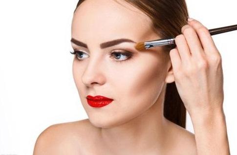 为什么进修要到化妆学校去?